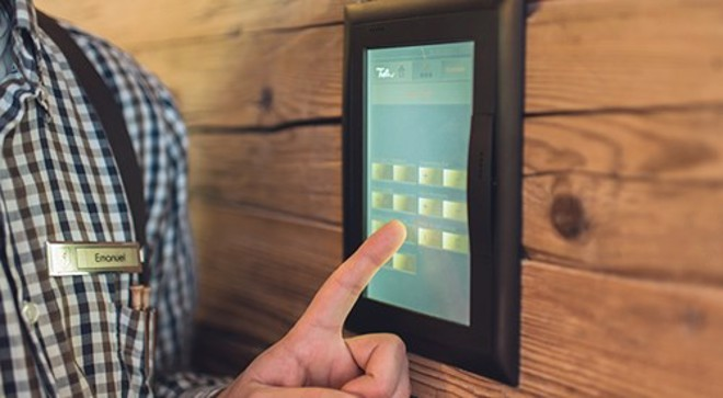 Un touch panel serve per comandare l'illuminazione in camera da letto, in bagno e in sala.